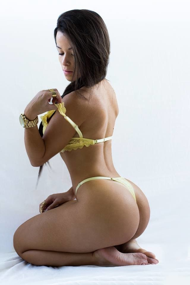 #yellowbra #posing #juicy #butt #fashionquotient