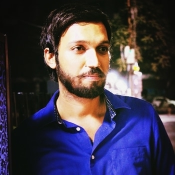 #businessman  #entrepreneur #fashionmen #beardfashion #royalblue #mumbaifashion #streetlight