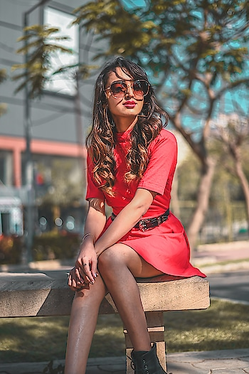 When in doubt, wear sunglasses🕶️😁 // @lenskart is the perfect destination for trendiest eyewear & sunglasses. If you are looking to buy perfect shades for yourself then i can only suggest you to buy it from LENSKART // . . . 📷- @thedaydreamstudio . . #fashionblogger#fashioninfluencer#suratblogger#lifestyleblogger#bloggerlife#indianblogger#lenskart#sunglasses#redoutfit #postoftheday#instamood#instagood#fashiongram#fashionista#riyalekhadia