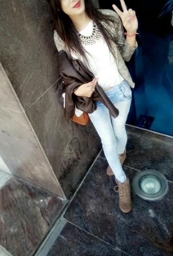 #it's_me #preetified #dubaidiaries #dubaievents #lifehacks #whitelove #ruggedjeans #guccishades #guesswatch #jacketlove #victoriassecret #perfume #nycitishoes #neckpiecesfashion #cutestuff #guessbag