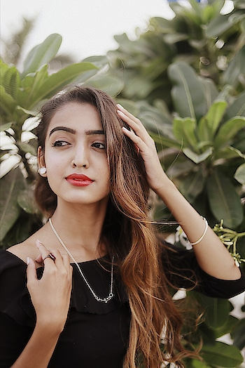 Jewelry has the power to be this one little thing that can make you feel unique💍📿 . . #fashionblogger#suratblogger#bloggerlife#fashioninfluencer#fashiongram#fashiomista#jewelry#cutenecklace#ring#earrings#beautify#instagood#instamood#picoftheday#staybeautiful#beyou