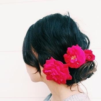 Roses in my hair #roses #flowerhairdo #hairstyletips #hairstyle
