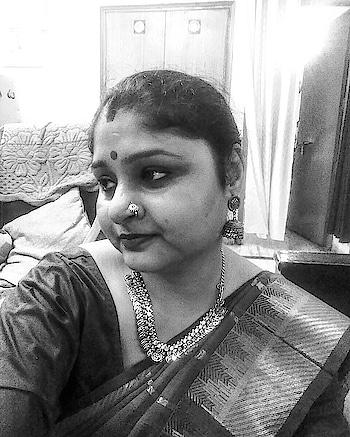 Indian look with boho jewellery.. 💜💜💜 #indianlook  #bengalilook  #bohostyle  #bohojewelry  #makeup  #selftaughtmakeup  #nosepiercing  #nosepins  #taantsaree  #saree  #desilook #roposo #roposoblogger #soroposo  #ethnicwear