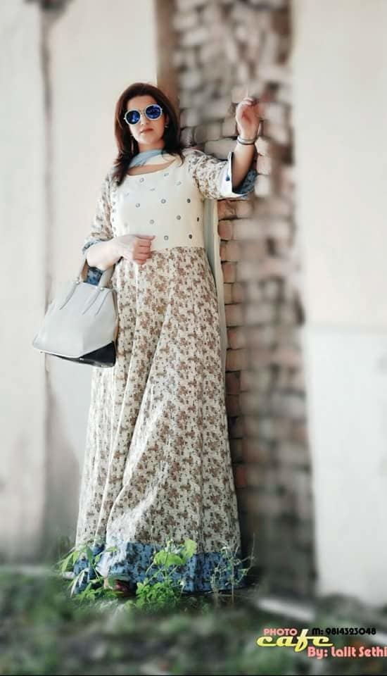 #fashionworld  #stylecheck  #white  #floralprint  #candidshot  #sundayvibes #sunny  #photoshoot  #classylook  #bagsforlife  #summerstyle #hashtaggameon