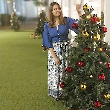Oh Christmas Tree 🌲  #youtuber #beautyblogger #indianyoutuber #beautyvlogger #singaporebeautyblog #singaporebeautyblogger #clozette #theleiav #indianbeautyblogger #indianblogger #fashionblogger #mummyblogger