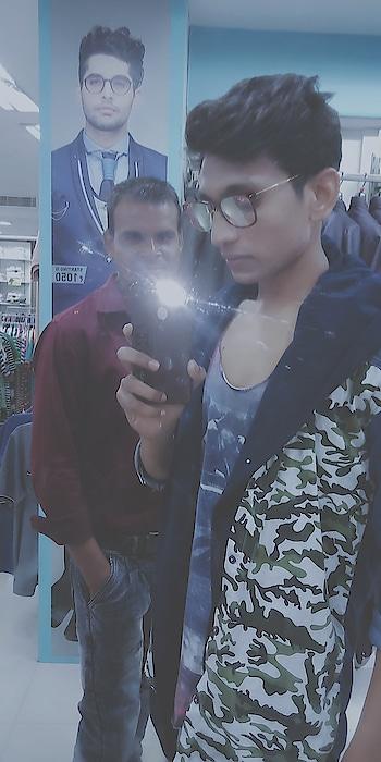 #rockypaul32 #rockypaulfans #mirrorselfie #bollywoodstyle #ndtv #nwdp #be-fashionable #kolkatafashionblogger