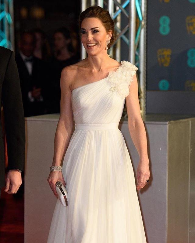 #katemiddleton #white #dress #fashion #princess