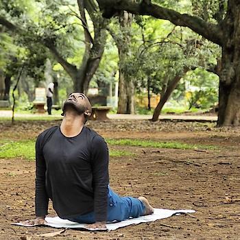 Yoga outdoors 💚💚🍀 . . . . #yoga #yogainnature #yogaoutside #yogalove #yoga4roposo #yogafitness #yogacrazy #yogachallenge
