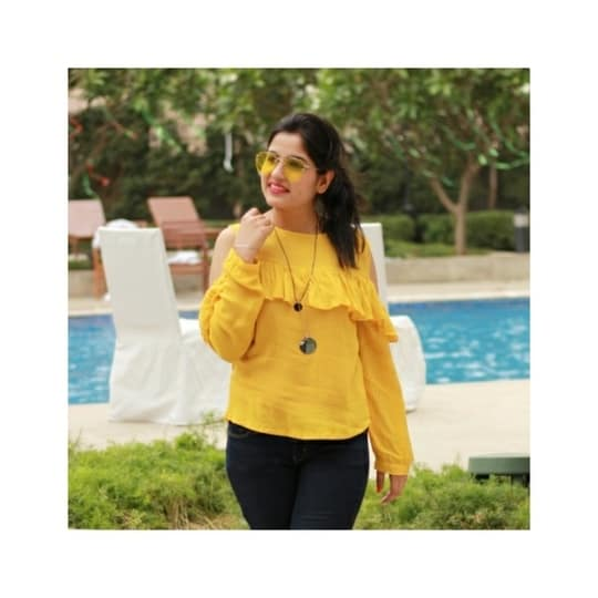 Ought to be my favourite color this season ❤ Reminiscing the pool side days at #HyattRegencyGurgaon 😍😍 . . . . #poolside #roposome #fashionblogger #delhibloggergirl #roposolove #soroposo #lookoftheday #ootd #wiwt   #casualwear