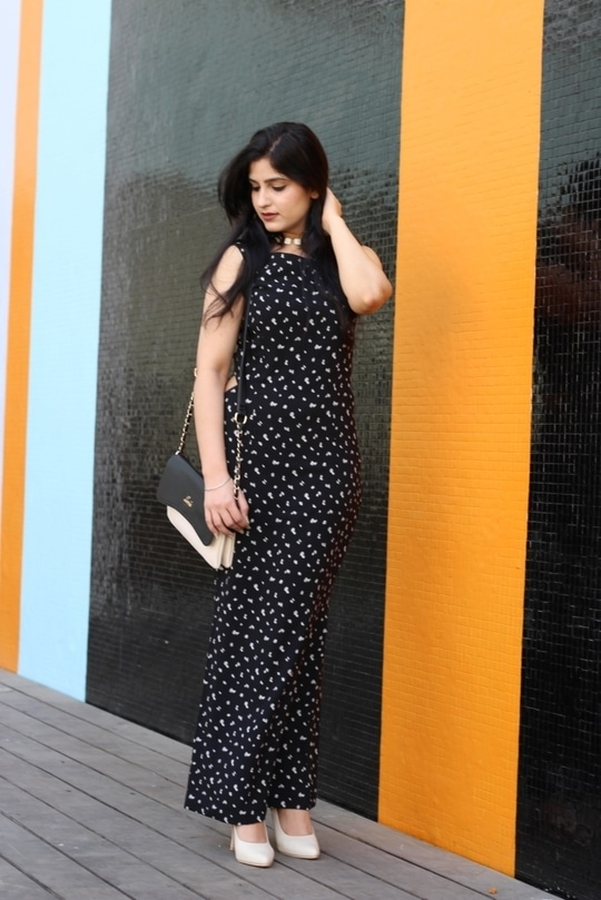 Long dresses make you look tall and slim, what say? I am wearing this dress from Mokshi (You can find them on Instagram). This small floral print all-over looks like a dream and feels completely summery 💕💕💕  #soroposo #roposolove #roposome #roposofeed  #celebrityfashion