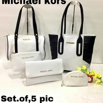MICHAEL KORS ❤ Set of 5 👜👜👜👜👜 Awesome quality 💯👌 Size 13-9 ✌ Price: Rs. 1550/- +$ DM or WhatsApp @ 7666996489 #ritzfashionista  #mkbags  #michaelkorsbag  #setof5