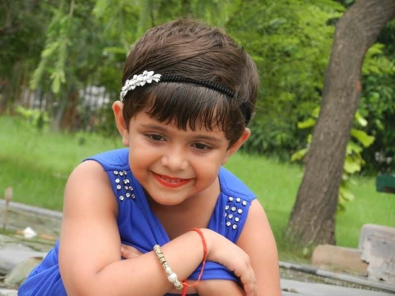 Headband are one of the best accessories to amp up your look. . . #allblue #whatyoulookingat #mididress #candyandshiny #fashioninfluencer #fashionblogger #childblogger #lucknowblogger #lucknowbloggers #youngestblogger #monsoonseason #monsoonspecial #lucknowinfluencer