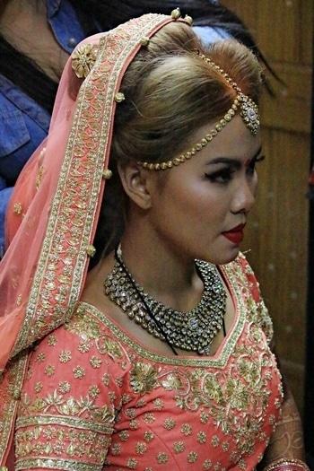 Nikita Makeup Artist & Hairstylist.... Get ready session💟 #thaibeauty #asianbride #grwm #bridal #bridalmakeup #makeup #makeupartist #makeupartistdelhi #muadelhi #muaindia #makeupartistdehradoon #makeuplove #nikitamakeupartistry #nikitamakeupartist #bestmakeup #indianbride #wedding #weddingseason ##makeupbyme #mywork #myclient #MUA