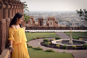 Glow baby glow!  Interesting fact: the wall that I'm leaning against was BURNING UP! The calm on my face is just a facade. 😂  What is the craziest thing you've done to get the perfect picture?! Let me know in the comments below! . . . #mdblogs  #jaswantthada  #yellow  #garden  #blackdress  #chandigarhblogger  #fashionblogger  #fashion  #jodhpur  #jodhpurdiaries  #indiantravelblogger  #travel  #travelphotography  #travelblogger  #wanderlust  #rajasthan  #rajasthantourism  #iphonephotography  #iphonex  #awareness