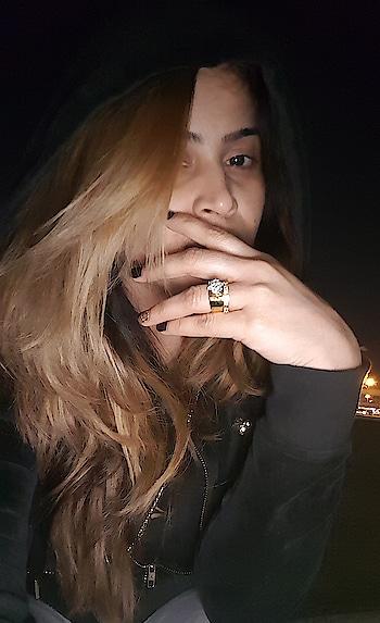 #shinebrightlikeadiamond #diamondring #diamondjewellery #ring #hoodie #winter #roposo-style #fashion #glowingskin #nomakeup #nofilter #cold #chilled #weather #dubai #winterglow #selfiemood #latenight