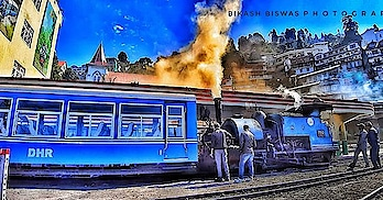 Warming up before a joyful ride, Darjeeling toy Train🚆 . . . . . . . . . . . . . #photo #photos #pic #pics @quick.tag #TagsForLikes #picture #pictures #snapshot #art #beautiful #instagood #picoftheday #photooftheday #color #all_shots #exposure #composition #focus #capture #moment