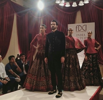 The Ultimate Dapper Showstopper Arjun Rampal walks the ramp for Rohit Bal in India Couture Week #indiacoutureweek #indiacoutureweek2017 #rohitbal #icw2017