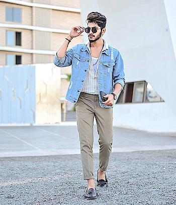"Linen × Denim ! . . Denim jacket by - @sheinofficial . . Use ""VitragMQ1"" For extra discount on purchase of any product. . . Shot by - @thedaydreamstudio . . Hair makeover by - @hairfactorysurat . #tsdfam  #thestyledweller #sheinmen #denim #jacket #casual #blue #print #shirt #trendlove #menshirt #classy #menswithclass #mensfashion  #lenin #menswear  #style #shein #fashioninfluencer  #mensfashioninfluencer #fashionblogger  #blogger #suratblogger  #indianinfluencer  #indianblogger  #surat #india"