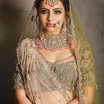 #beautyvblogger #roposo-beauty #india-punjab #roposo-wow-indian #roposo #bridallehenga #bridalwearlehenga  #heavydesigns