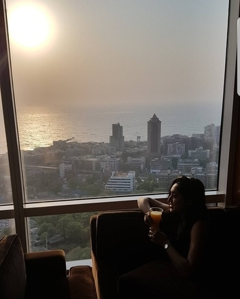 Sunsets are a proof that endings can often be beautiful too 😍 @fourseasons  #sunset #sunsetlook #summer #beautifulmoments #beautiful #love #luxurylife #juice #company #awesome #fashion #fashionista #fashionblogger #bewitchingk #mumbaiblog #indianblogger #styling #diva #potd #stylist #mumbai #follow #like #roposo #roposolove