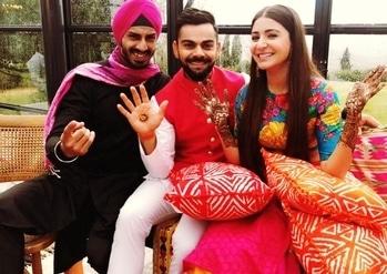 #virushka #wedding #bollywoodstyle #bollywoodactress #mehendi #cutenessoverloaded #viratkohli #anushkasharma