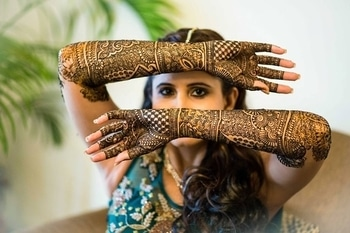 How pretty is this hennaed portrait by @jodi__clickers  #WedLista #FashionForWeddings