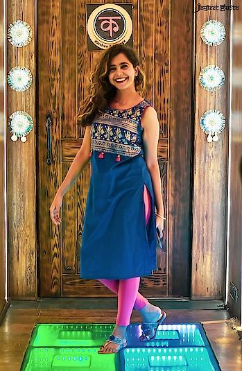 #pujo #ethnicwear #indianfashionblogger #fashionnova #fashion #style #wiw #ootd #blue #indianethnicwear #kurtis #instadaily #igramming_india #ig_calcutta #igers #instapic #instagood #blogger #blog #longhair #pretty #beautiful #picoftheday #portrait #portraitsofficial #smile #loveyourself #bossbabe