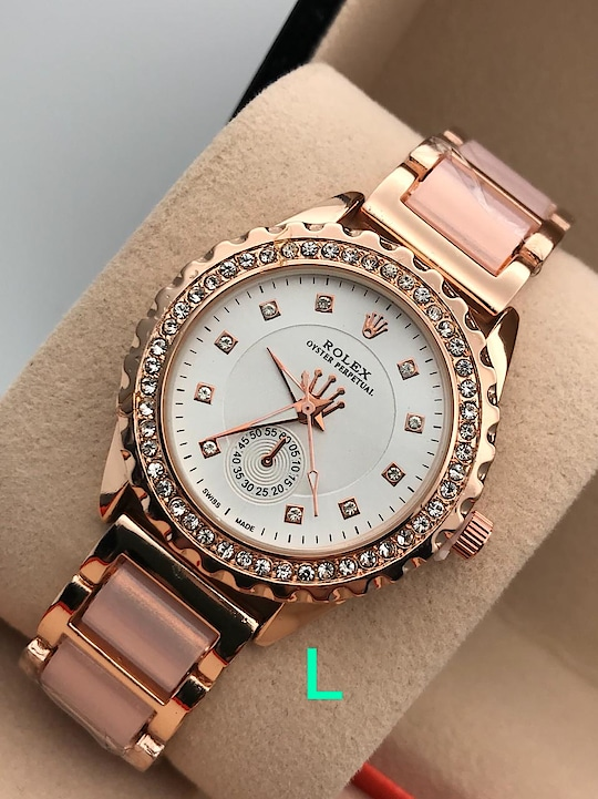 Ladies watchew 1100/-  free shipping
