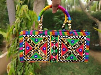 kutchi purse,300 ,sari 2000,breclet combo,450 8454842358 contact me Resler welcome