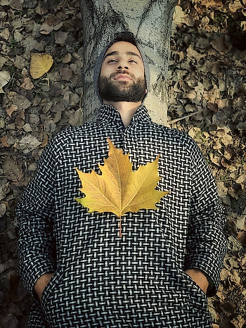 Red-Carpeted gardens and rustle of fallen leavesand here I am thinking about you ❤ 📷 @yawarabdal  #kashmir #autumn #autumnwinter #love #fall #beautifulkashmir #instapost #roposoness