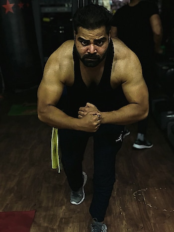 """The deal was never about looking good but feeling good..."" #roposo #fitness #fitnessgoals #fitnessmodel #workout #inspirationalquotes #shoutout #gymlife #motivational #roposoindia #indianmen #beard #beardedbeast"