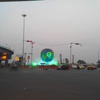 Let's see who can recognise this place. #streetphotography #streetsofkolkata #streetsofindia #kolkata #calcutta #incredible_india #incrediblejourney #indiapictures #indiaclicks  #cholrasta_photography #soi #kolkataclicks #kolkatacity #kolkatagram #calcalling #calcuttacacophony #sokolkata #kolkatadiaries #whatsupkolkata #hellokolkata #amarkolkata #onlyinbengal #instakolkata #mykolkata #kolkatablogger #ig_calcutta  #ourcitykolkata #storiesofindia #storiesofkolkata