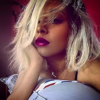 Put on some lipstick and pull yourself together. 👄💄💋 . . . . . . . #bangaloreinfluencers #beautyandskincare #makeuponpoint #messyhair #messyhairdontcare #makeuphoneys #darklips #perfectlips  #indianblogger  #bangalorefashionblogger  #indianinfluencer #InfluencerStyle #soroposo  #makeupinspiration