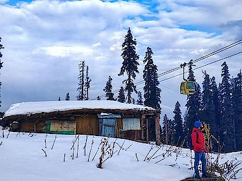 Best Day of 2018 yet I spent today... Love this place- #Gulmarg  . . . . . . . . #instagood #instamood #instadaily #bestoftheday #iphoneonly  #nofilter #igdaily #instalove #travel #instatravel #goexplore  #wanderlust #travelblogger #travellingday #travelmore #doyoutravel