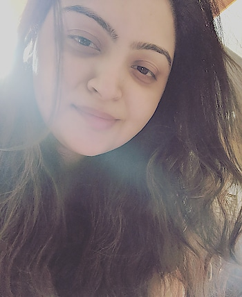 some mornings are just too beautiful. #roposo #roposo-morning #selfie #randomclick #sunkissedskin