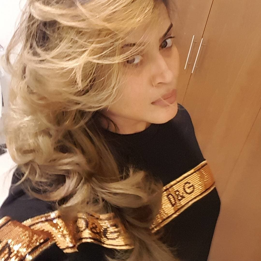 #newhaircut #newhaircolour #olivegreenblond #love fashion #roposo-style #loveroposo #loveselfies #hairstyle #selfiequeen #feelingsexy #befashioninsta #bestylish #lovefashion #dolcegabbana 😘#dubailife #dubai #nofilter #nomakeup #benatural #loveyourself #findyourbeautyinyou #loveyourself #everyoneisbeautiful #stayreal