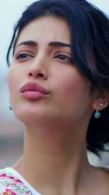 #kiss #shruthihassan