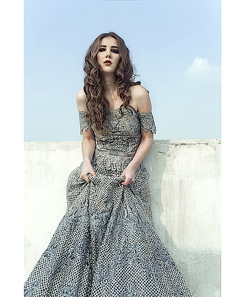 Our bridal eveninggown in all crystal shot by @navindhyaniphoto  Hair and makeup @avneetkhuranamakeovers  Talent @kelifiorin  #meshbynityabajaj #allcrystals #crystals #labelnityabajaj #NityaBajaj #eveningdresses #eveninggown #gown #bridal #weddinglook #weddingdresses #mesh #autumnwinterfestive2018