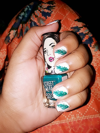 """here you go with my new style of nail art """"Feather"""" nail art 😍😍 #feather #nail-addict #nailartdesigns #weekendmasti #nailartwow #nailart   https://www.instagram.com/p/BdnE0iThcIQ/"""