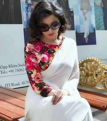 #Repost @divyakhoslakumar  ・・・ #divyakhoslakumar #bollywoodstyle #bollywood #style  #celebrityfashion