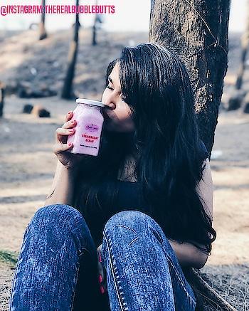 When you have the best SKINCARE PRODUCT 😍😍 #skincare #skincareroutine #skinglow #skinwhiteningserum #skincareblogger #skincareblogger #skingoals #skinremedies #skincarecommunity #bestbodyscrub #bodyshop ##bodyscrub #scrubbing #lip scrub #bloggerindia #bloggersofinstagram #indianmodels #indianbloggercommunity