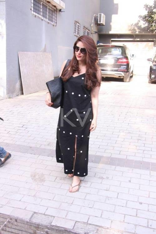 Kareena Kapoor Khan looked all radiant in her black and white polka dot dress with a slit in front.