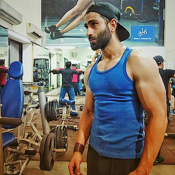 Its All About The Muscles Bro... 💪 #roposo #saturdaypost #post requests  #gabru #fitnessfirst #bearded-men #happynewyear2018