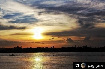 This is why I love my Kolkata, because suddenly among all the lively craziness you come across a place like this, where you can chill and contemplate an amazing sunset. See you soon my beloved Kolkata 💜 Repost @paglijane #sunset #hooglyriver #kolkata #cityofjoy #india #everydayindia #incredibleindia #travelindia #travel #traveller #instatravel #traveldiaries #travelphotography #travelgram #instapassport #picoftheday #wanderlust #wanderluster #livethelifeyoulove #beautifuldestinations #calck