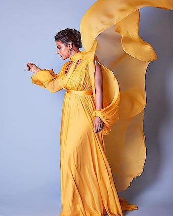 KAJOL ~ LOOKING GORGEOUS IN YELLOW! 😍💗   #kajol #kajoldevgan #fashion #fashionmoments #photooftheday #photoshoot #filmfare  #filmfareglamourandstyleawards #beauty  #gorgeous #stylish #fashiondiaries #glam  #roposopost  #roposofashionblogger  #celebfashion #celebstyle #celebdiaries #bollywood #bollywoodfashion #vintage #bollywoodactress #roposolove #roposolovers  #roposotimes #roposoblogger
