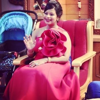 #princess  #newmom  #newmommy  #newmommie #princessgown #princessdiaries #flowers #flowercrown #flowerslovers #flowerstagram #flowermagic #flowerlove #flowerpower #floweroftheday #flowerslover #red ##redhot #redrose