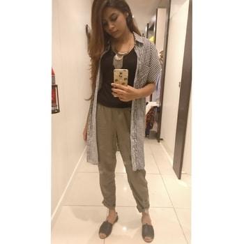 Standing Tall 🤘#OOTD  #whatiwore  #fashionblogger #fashionigers #fashionista #delhiblogger #style #followme #personalstyle #fashionlovers #fashiongirl #styleicon #styleblog #instadaily #stylediaries #stylemaniacs#dope#lyrics#hnmindia#selfielovers