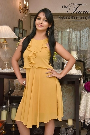 #mustard #ruffled #mustardfills #mustardlove #summer #summerlookbook #bloggeracademy #fashion #western #daydress #summerlove #ruffleddress #and #queen #pageantgirls #princess #tiaragirl #nidhijaiswal #mrsindia #mrsindiaphotogenic #mrsindiajharkhand2017 #mrsphotogenic2017