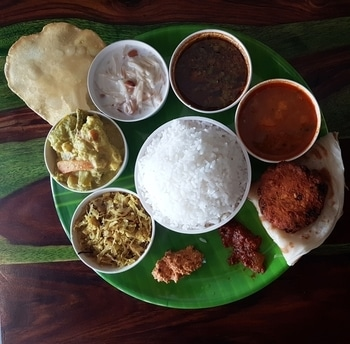 Kerala Thali #kerala #keralafood #indianfoodie #indianfood #foodiesofindia #food #foodblogger #foodblog #foodieforlife #lifestyle #indianblogger
