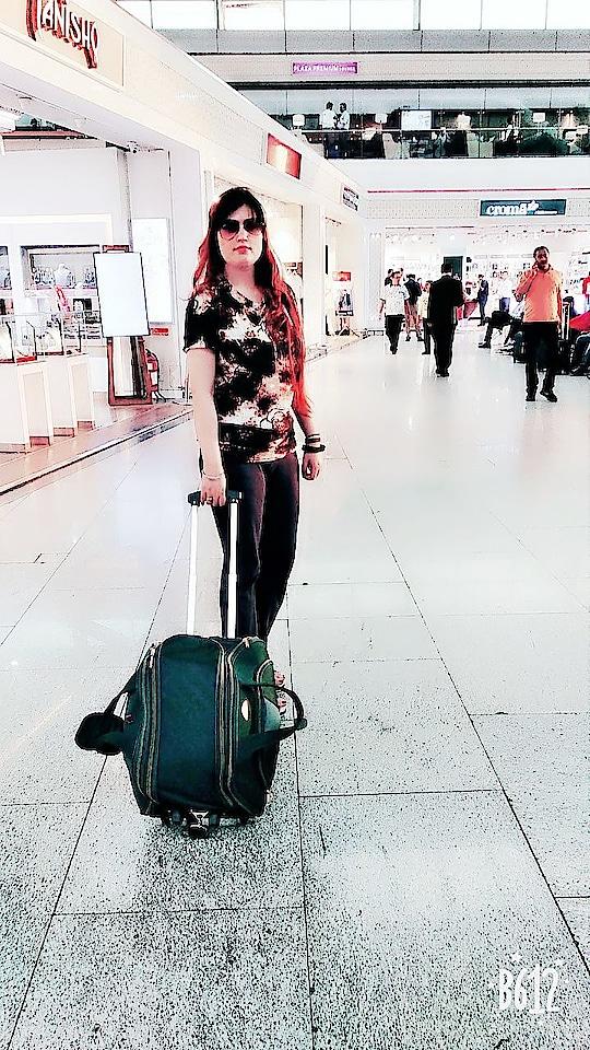 in  international airport...🙂🙂🙂#rops-style #sunrisershyderabad #instafashion #fashionmagazine #fashion-style #sunglassesselfie #cuteness-overloaded #stylegoals